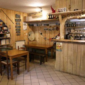 La salle du Relais et le bar rénové